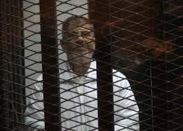 """مرسي يصف محاكمته حول التخابر مع قطر بـ """"المهزلة"""""""