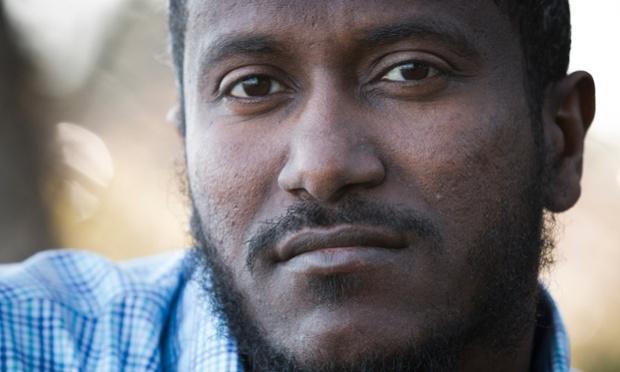 """""""الجارديان"""": الإمارات تُعذب أمريكياً لرفضه العمل مخبراً لـ FBI"""