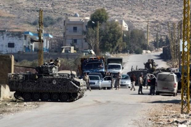 رويترز: إصابة 3 جنود لبنانيين في انفجار قرب الحدود مع سوريا