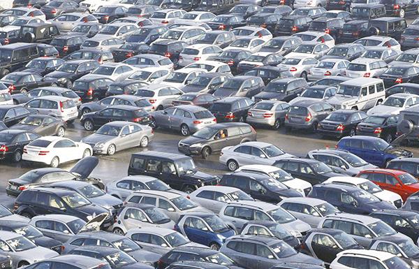 5٪ تراجع أسعار السيارات الجديدة في الدولة