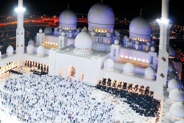 تخصيص 3 آلاف موقف لتيسير صلاة التهجد في مسجد الشيخ زايد