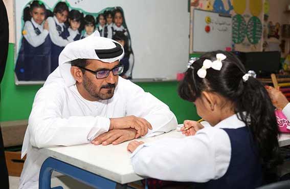 """وزير التربية يدعو لخلع """"عباءة التعليم النمطي التقليدي"""""""