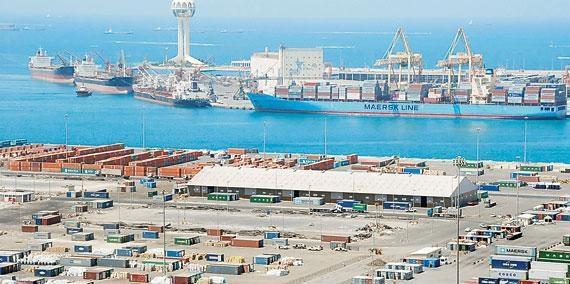 توقف حركة الملاحة في ميناء جدة بسبب الأحوال الجوية