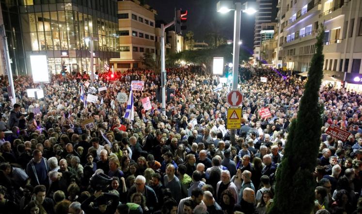 آلاف الإسرائيليين يتظاهرون ضد فساد نتنياهو