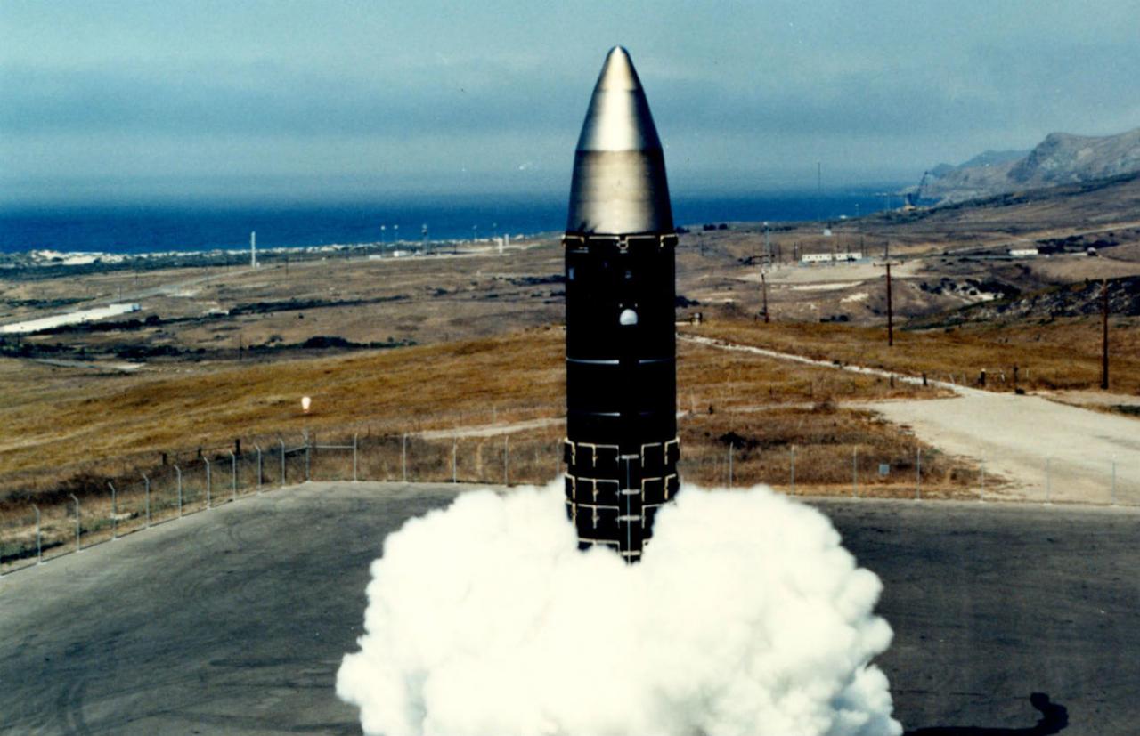 وثيقة مسربة: إدارة ترامب تطور برنامج تسليح نووي جديداً