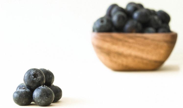 دراسة: التوت الأزرق يخفض ضغط الدم خلال سن اليأس