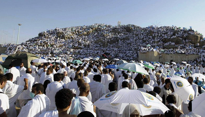 ولي العهد السعودي يعتمد خطة طوارئ لحماية الحجاج