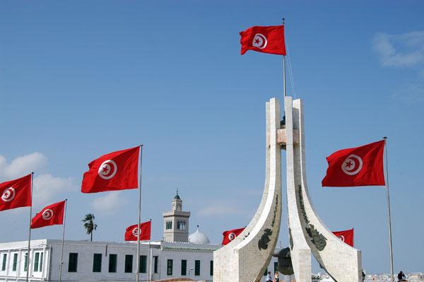 أحزاب ومنظمات تونسية تتظاهر ضد قانون المصالحة الإدارية