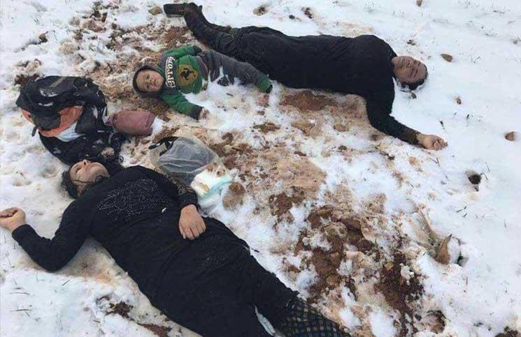 وفاة 12 من النازحين السوريين جراء عاصفة ثلجية لدى محاولتهم دخول لبنان