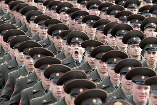 """""""ناشونال إنترست"""": قوة الجيش الروسي """"حبرا على ورق"""""""