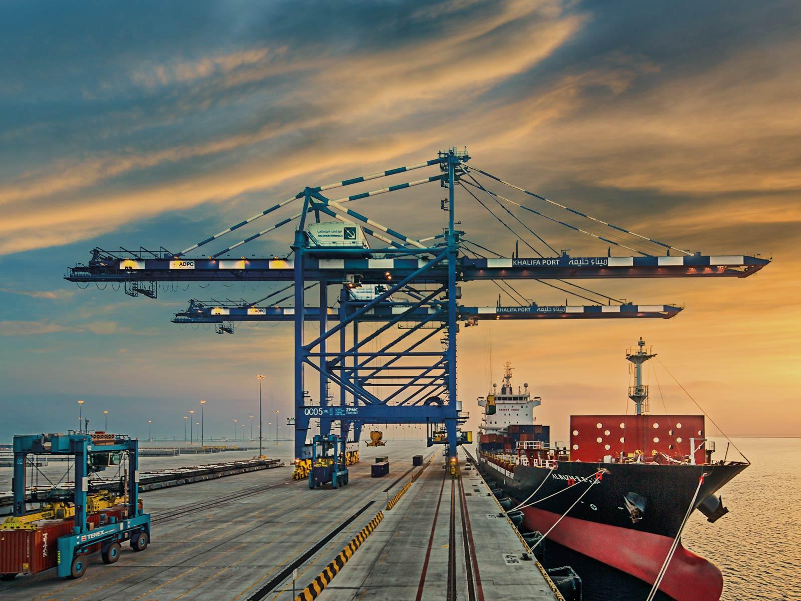 35% ارتفاع مناولة الحاويات في ميناء خليفة