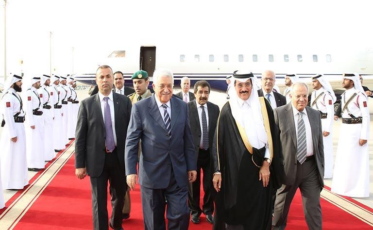 أمير قطر وعباس يبحثان بالدوحة تطورات الأوضاع في فلسطين