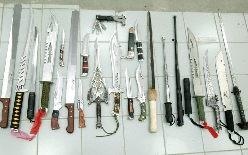 محامون: قانون الدولة لا يجرّم حيازة «الأسلحة البيضاء»