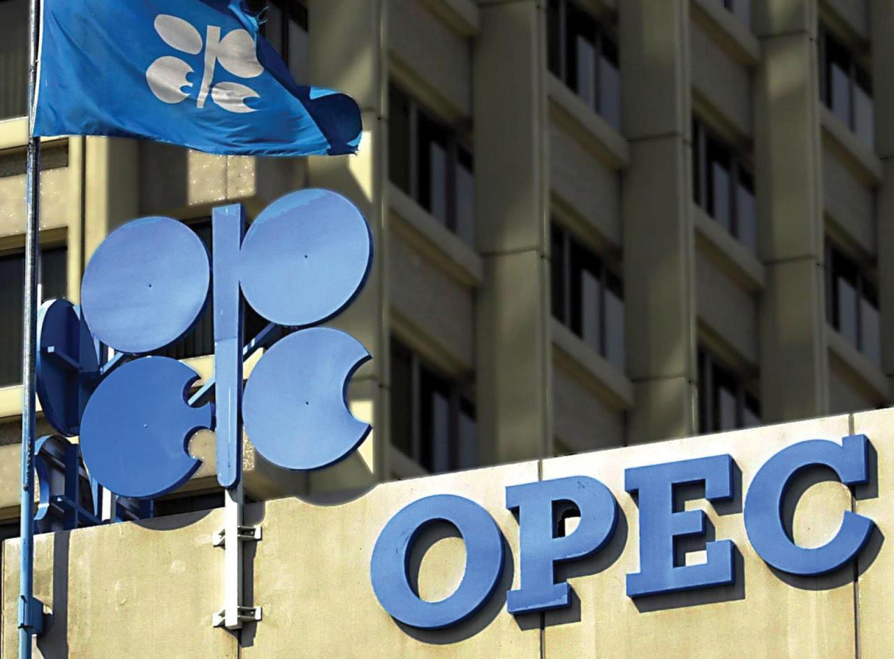 ارتفاع في أسعار النفط مع بدء سريان اتفاق خفض الإنتاج