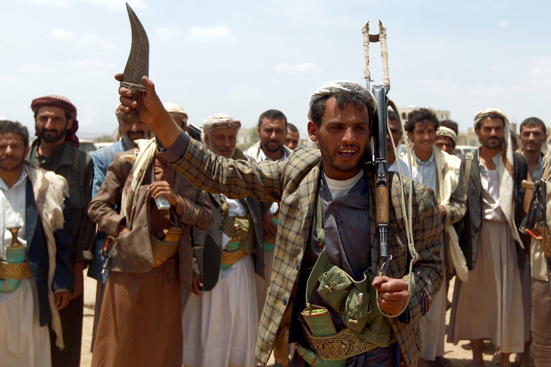قد تهدد أبوظبي.. مسؤول أمريكي: إيران زودت الحوثيين بصواريخ بعيدة المدى
