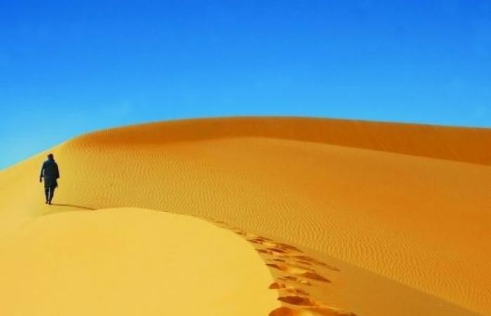 في الإمارات.. مسابقة تستحضر التراث بالمشي على رمال ملتهبة