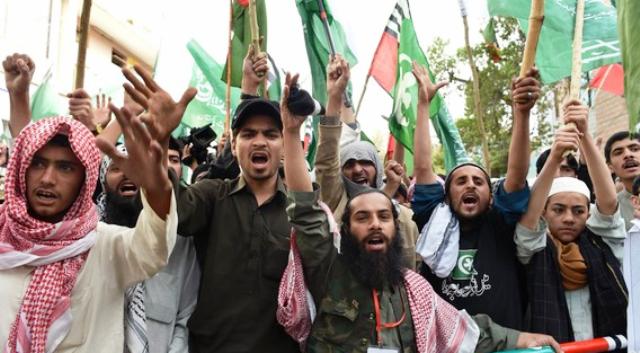 """هل يخشى شيعة باكستان من إشعال """"عاصفة الحزم"""" للعنف في بلاهم؟"""