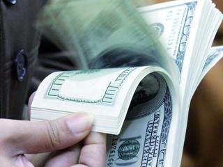 اتحاد مصارف الإمارات يؤكد ارتفاع السيولة لدى البنوك في الدولة