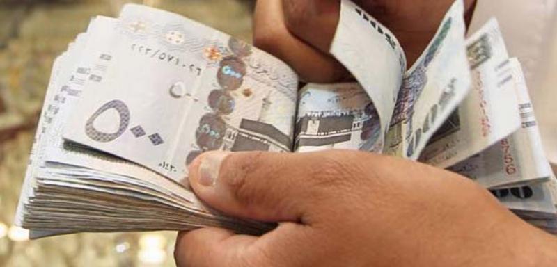 السعودية تلجأ لتعويض مواطنيها بـ 1.7 مليار دولار بسبب رفع الأسعار