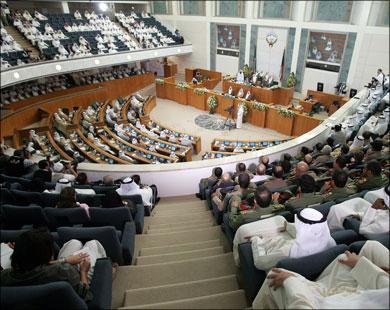 الكويت: البرلمان يرفض رفع الحصانة عن نائب